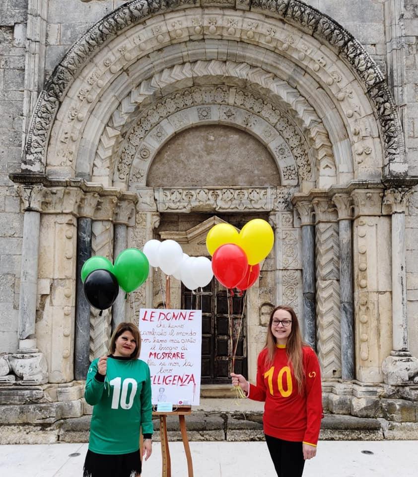 """Festa della donna, i calciatori delle ASD Collarmele e San Benedetto dei Marsi cantano """"Le donne lo sanno"""""""