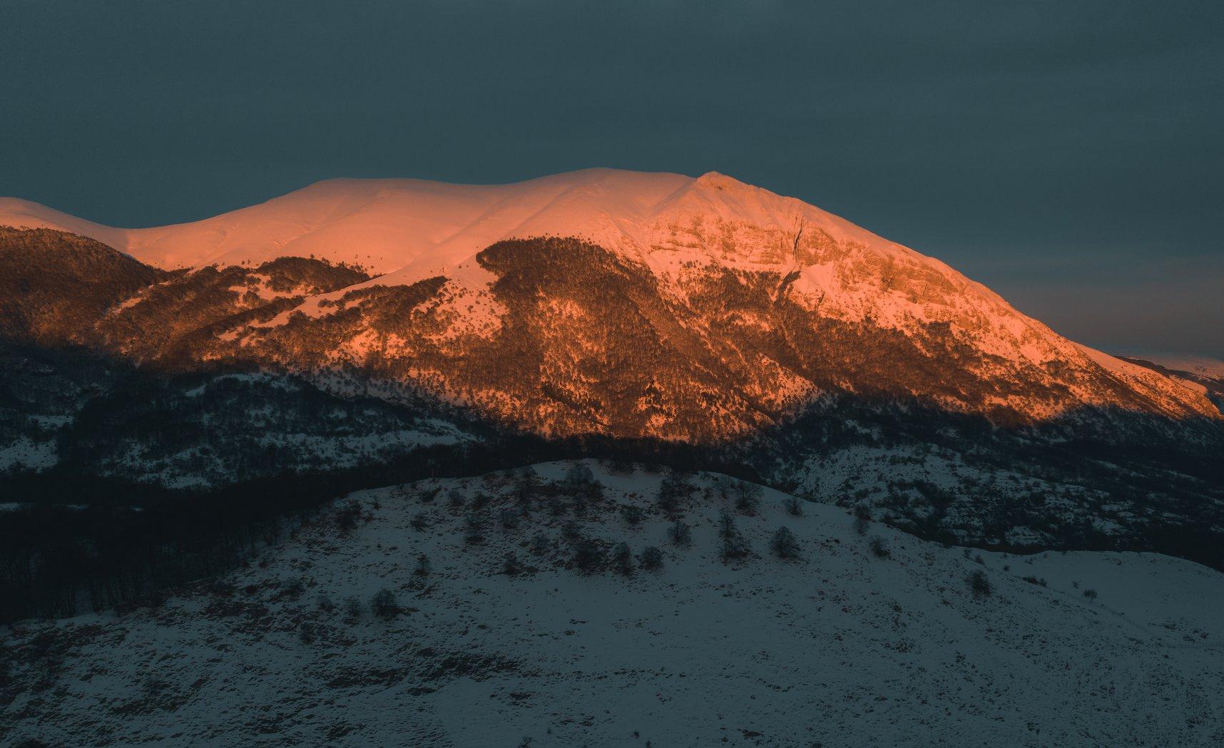 Il Monte Marsicano al tramonto, spettacolo abruzzese