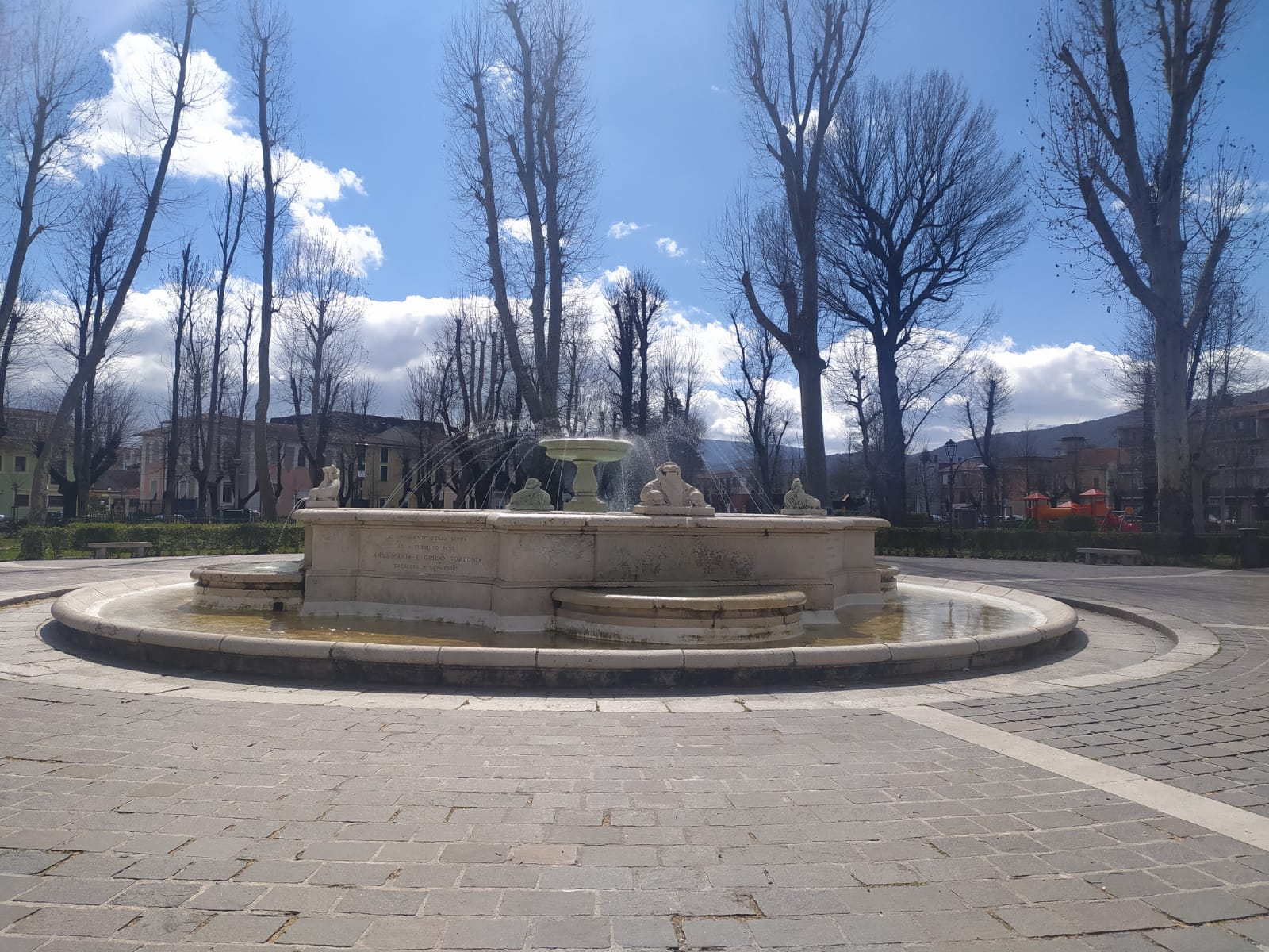 """Avezzano, fontane ornamentali """"riattivate"""" dal Comune"""