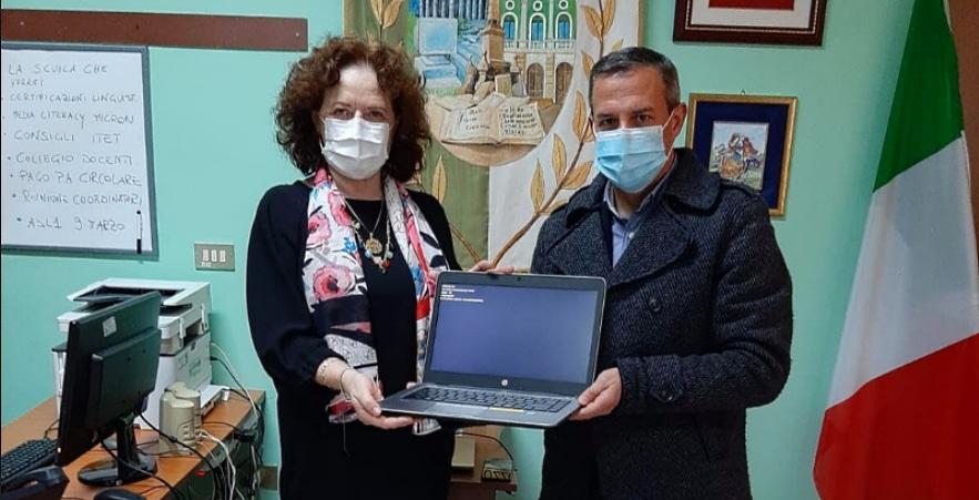 Donati computer portatili all'Istituto Argoli di Tagliacozzo da parte della Micron Technology