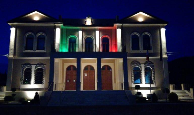 Giornata Mondiale della consapevolezza sull'autismo, il Municipio di Capistrello si illumina di blu