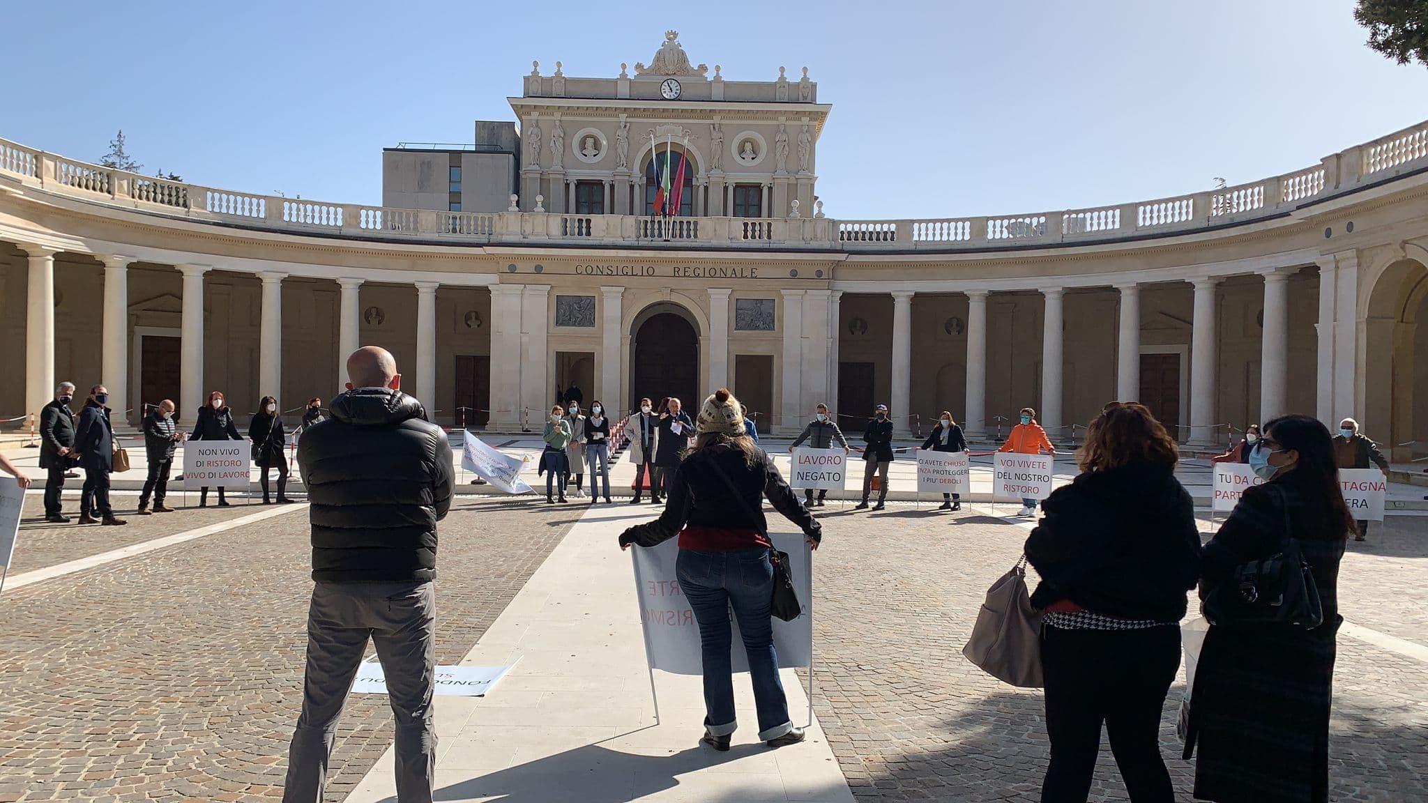 Comitato spontaneo lavoratori Abruzzo in udienza dai capogruppi regionali
