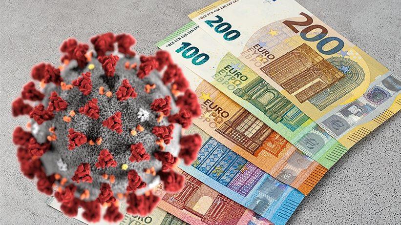 Il virologo Andrea Crisanti consiglia l'utilizzo delle carte di credito e del bancomat per difendersi meglio dal Covid-19