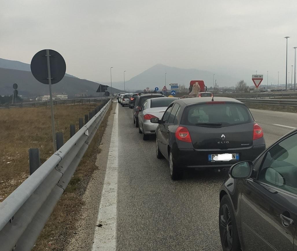 Screening Avezzano, lunga fila ed attesa per arrivare all'Interporto