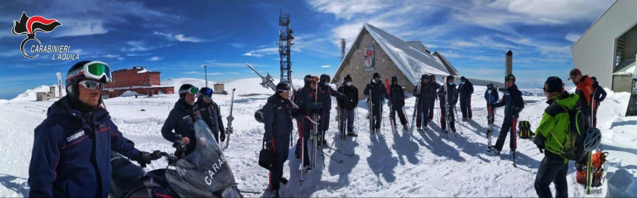 Esercitazione dei carabinieri del comando provinciale e del Club Alpino Italiano di l'Aquila per la ricerca di travolti in valanga