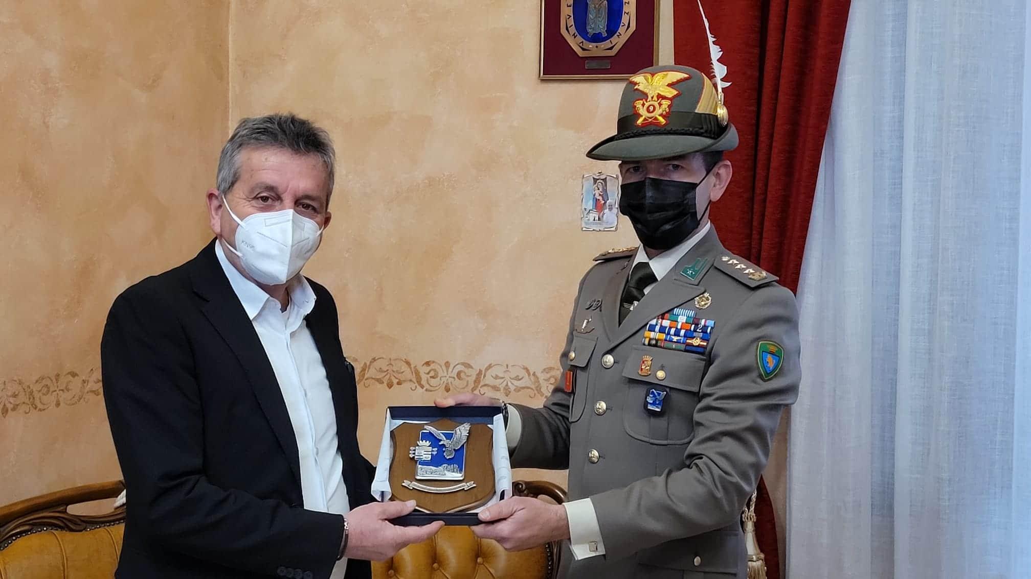 Il sindaco Di Pangrazio incontra il comandante del IX reggimento alpini, Colonnello Laurencig