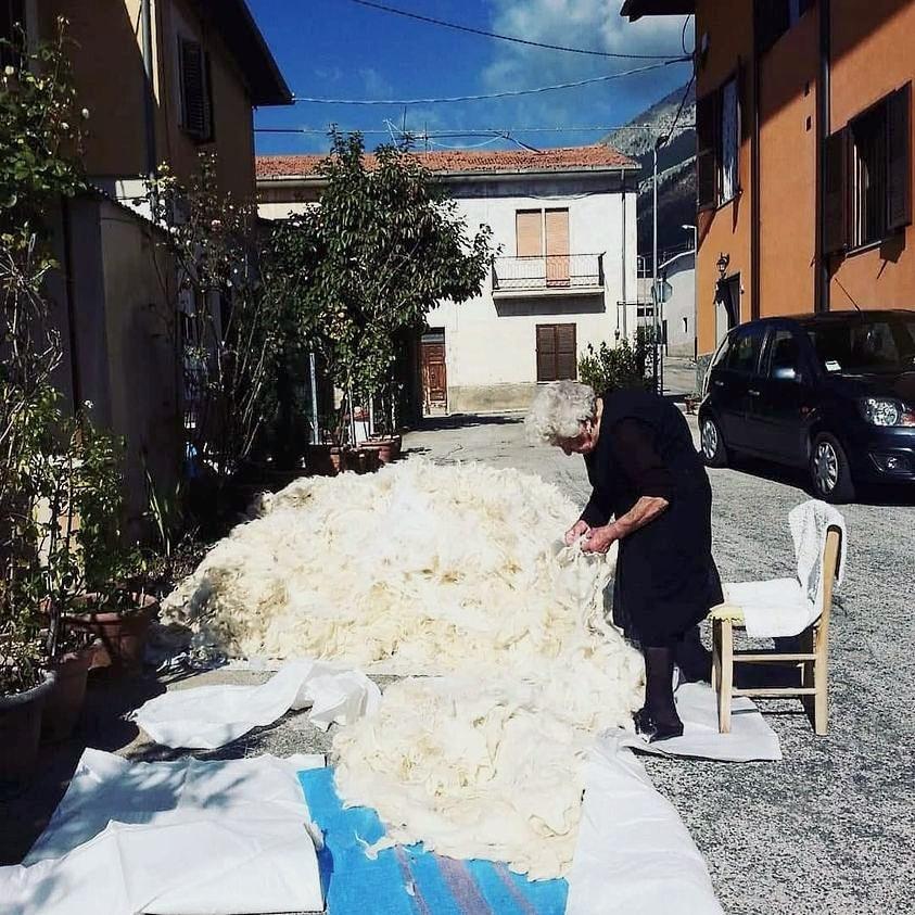 Quando le nostre nonne allentavano la lana per rifare il materasso