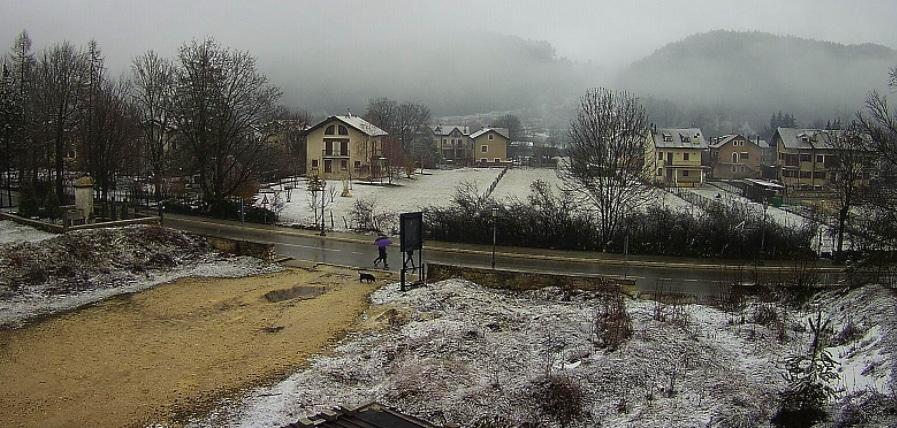 Tracce di inverno a marzo: a Pescasseroli sta nevicando
