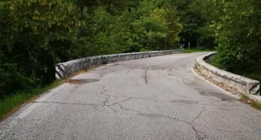 """Senso unico alternato con semaforo lungo la S.P. 17 """"del Parco Nazionale d'Abruzzo"""" a Gioia dei Marsi"""