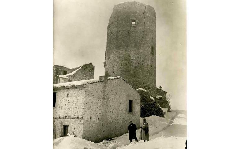 Ritrovata una rara foto della torre di Aielli scattata più di un secolo fa