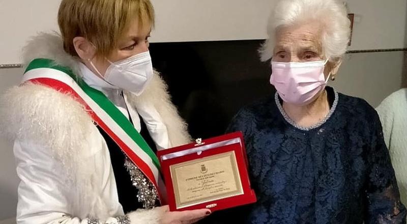 """Auguri a Zelinda Orteggia di Luco dei Marsi che ha compiuto 100 anni. Sindaco De Rosa: """"con lei onoriamo tutte le donne"""""""
