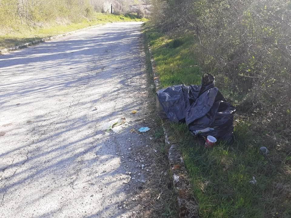 Cerchio, abbandono di rifiuti domestici sulle strade comunali
