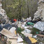 Grossi quantitativi di rifiuti abbandonati ad Ovindoli, c'è anche l'amianto