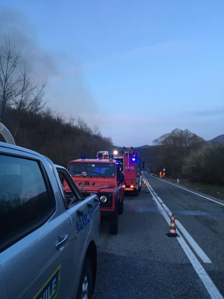 Uomini e mezzi impegnati dal pomeriggio di oggi per domare l'incendio nei pressi di Carsoli