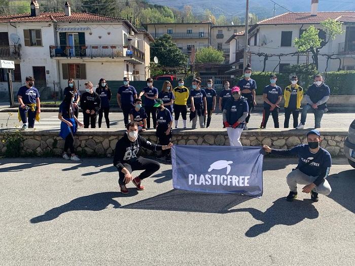 Civita D'Antino, grande partecipazione dei giovani all'iniziativa Plastic Free