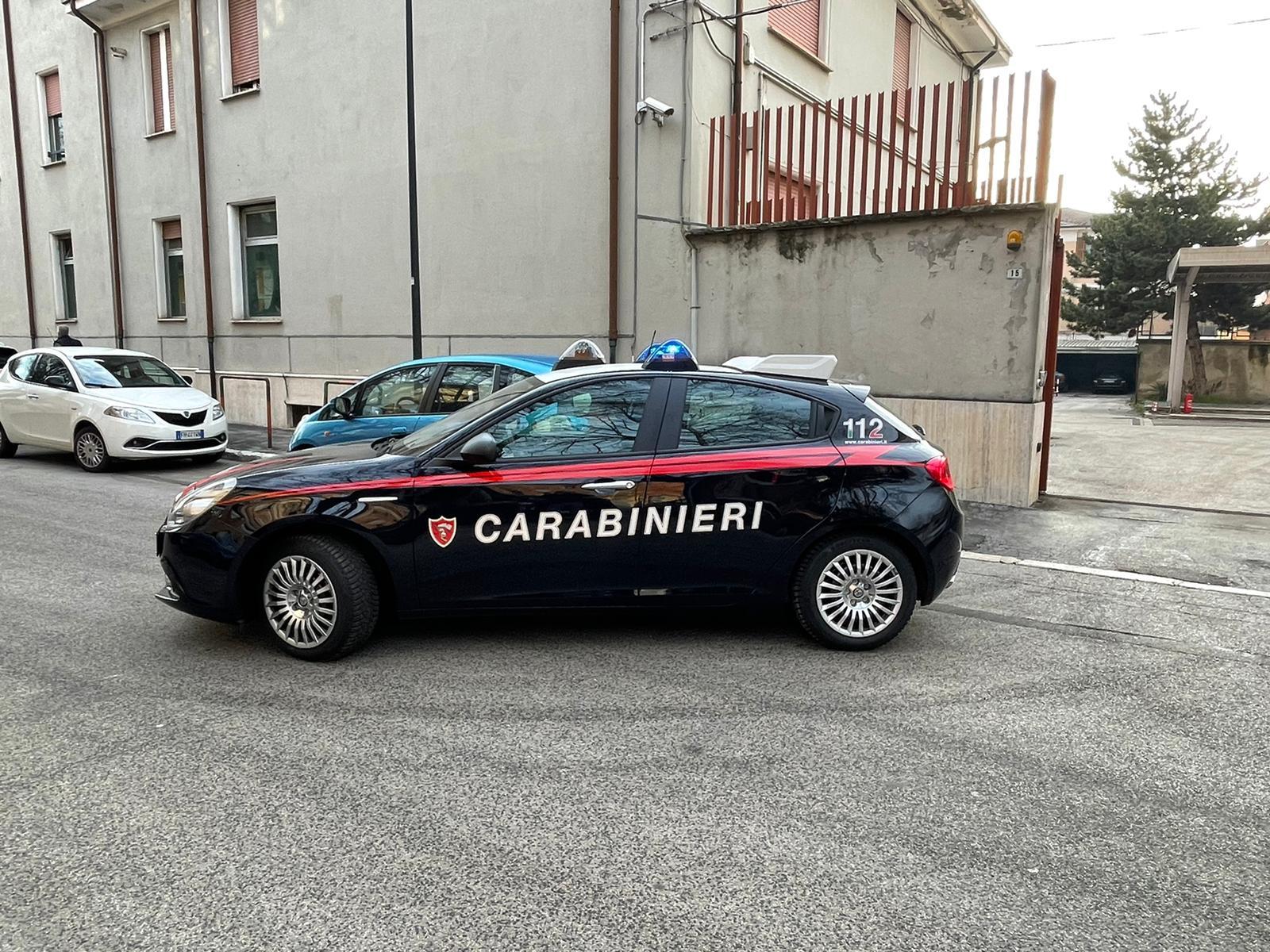 Spaccia cocaina per strada, arrestato in flagranza di reato dai carabinieri