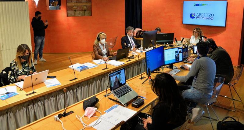 Digitale, infrastrutture, transizione verde, inclusione, aree interne: più di 2 miliardi di euro per l'Abruzzo del prossimo decennio