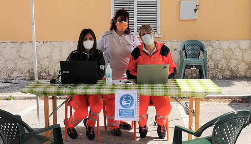 Volontari della Croce Verde Civitella Roveto a supporto dei cittadini per la registrazione sulla piattaforma vaccini