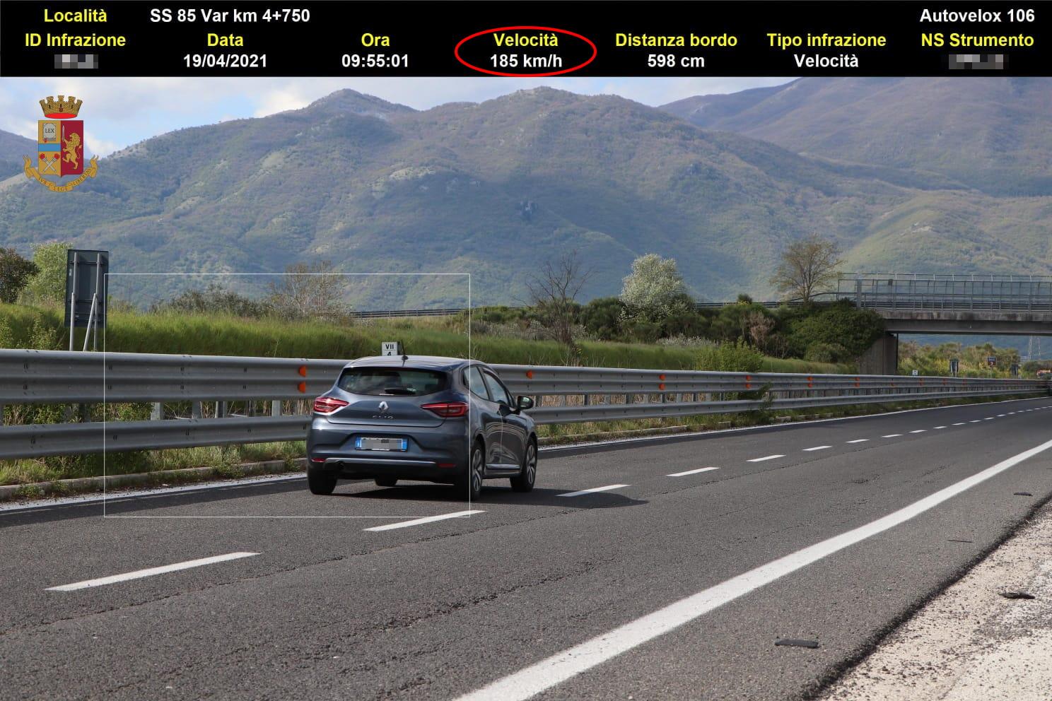 Controlli della velocità: in autostrada a 185 chilometri all'ora e 348 infrazioni in una settimana