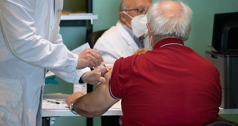 Un milione e mezzo di dosi di vaccino Pfizer in distribuzione alle Regioni entro domani
