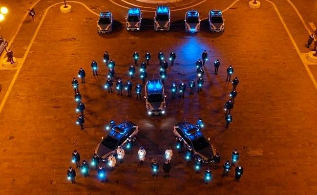 L'omaggio luminoso della Polizia dell'Aquila alle 309 vittime del terremoto