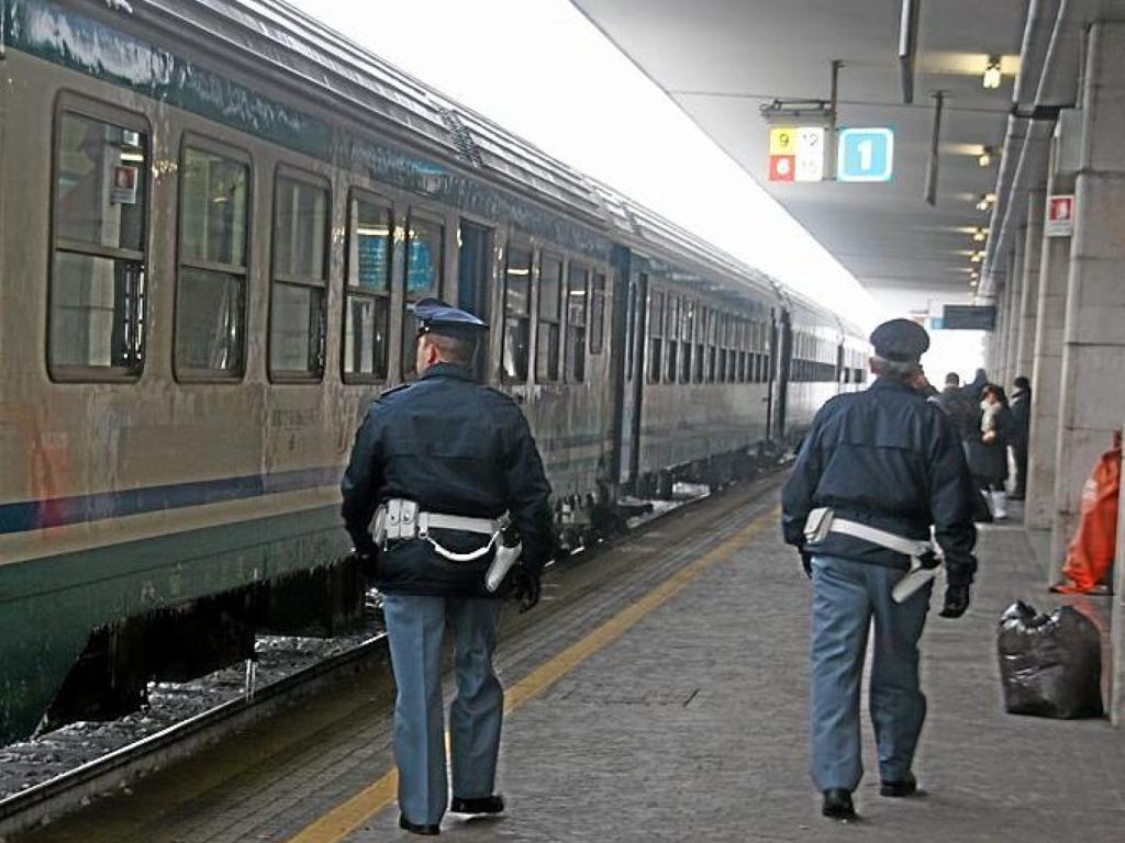 """""""Estranei non autorizzati nei pressi dei binari"""", rallentamenti sulla Roma-Avezzano a causa di un gruppo di writer"""