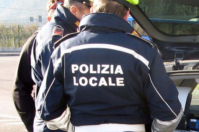 """Stop al """"libero arbitrio"""" in via della Pace ad Avezzano. Arriva il presidio della Polizia locale"""