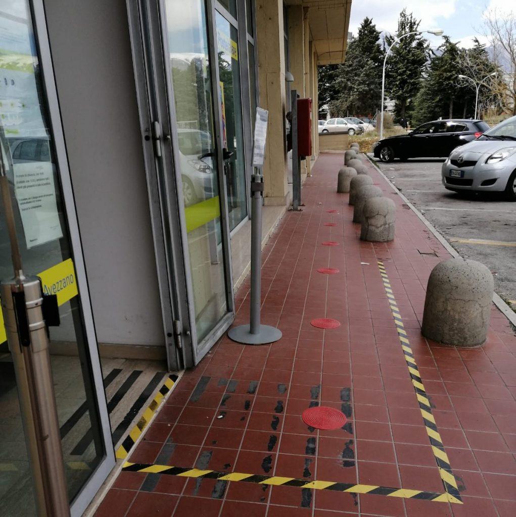 Segnaletica orizzontale in funzione anti-contagio posizionata negli spazi esterni di 10 Uffici Postali