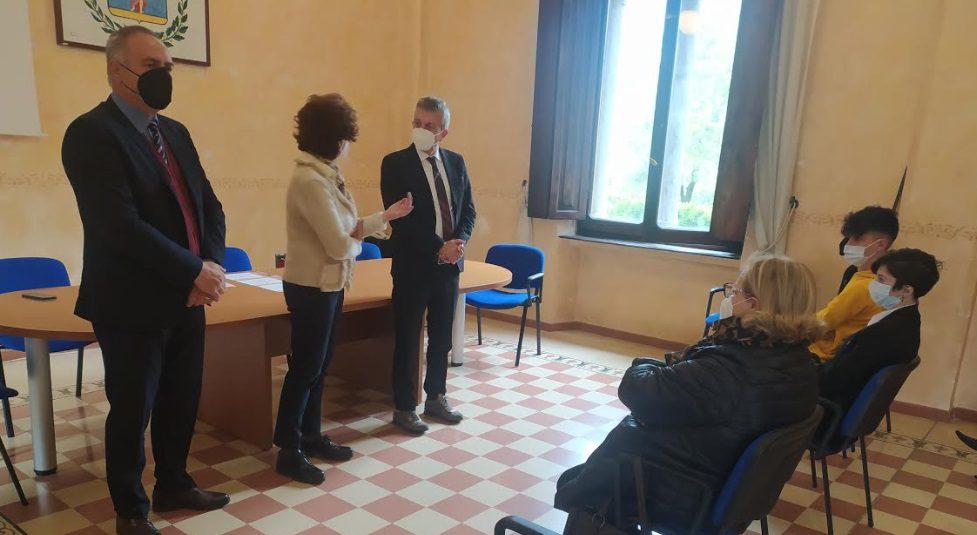 """Studenti del classico """"campioni"""" di cultura ellenica. Tre giovani premiati dal sindaco Di Pangrazio in Municipio"""