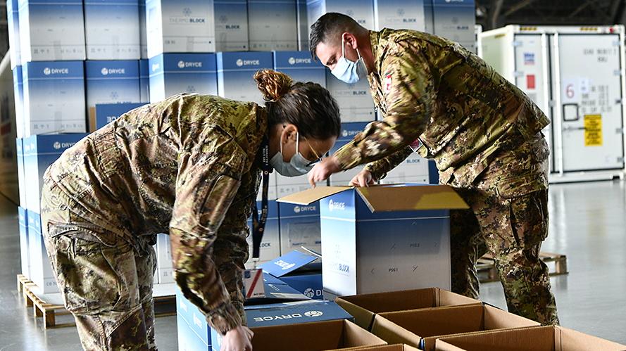 In distribuzione alle Regioni 230 mila dosi di vaccino Moderna e circa 130 mila di Astra Zeneca
