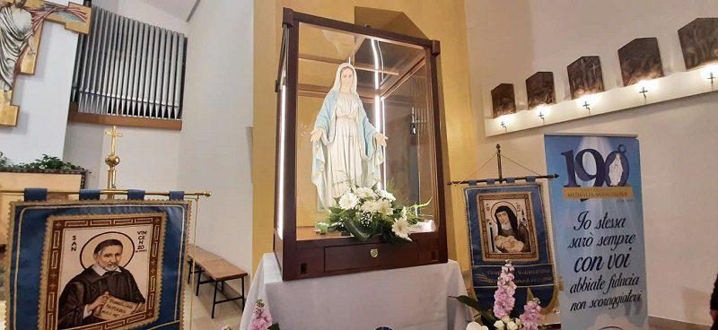 Avezzano, è arrivata nella parrocchia di San Rocco la Madonna della Medaglia Miracolosa Pellegrina