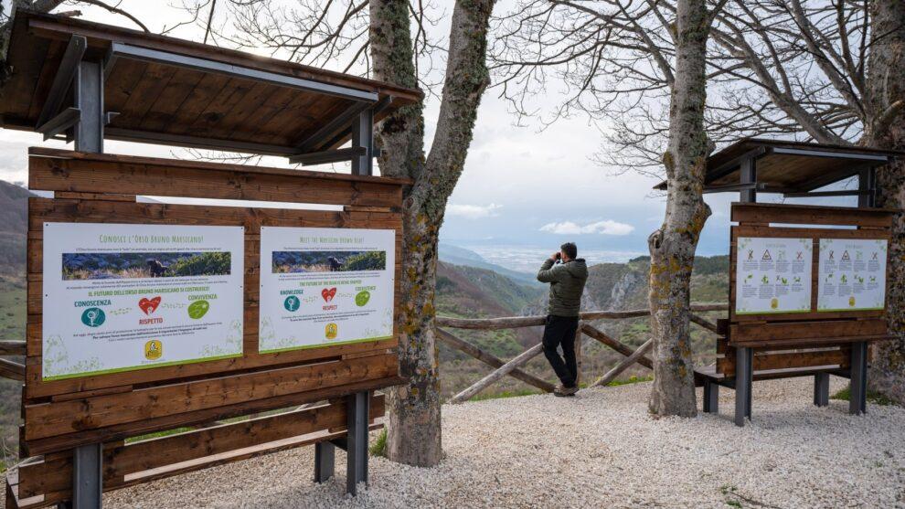 Installate quattro postazioni per l'avvistamento fauna nel punto panoramico di Gioia Vecchio