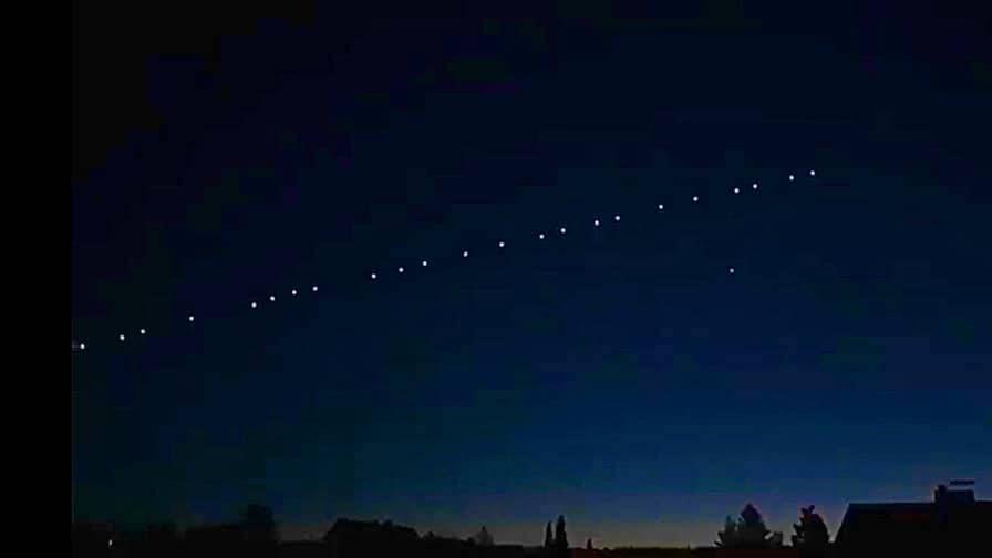 Avvistato nei cieli della Marsica lo Starlink: i satelliti in fila per Space X