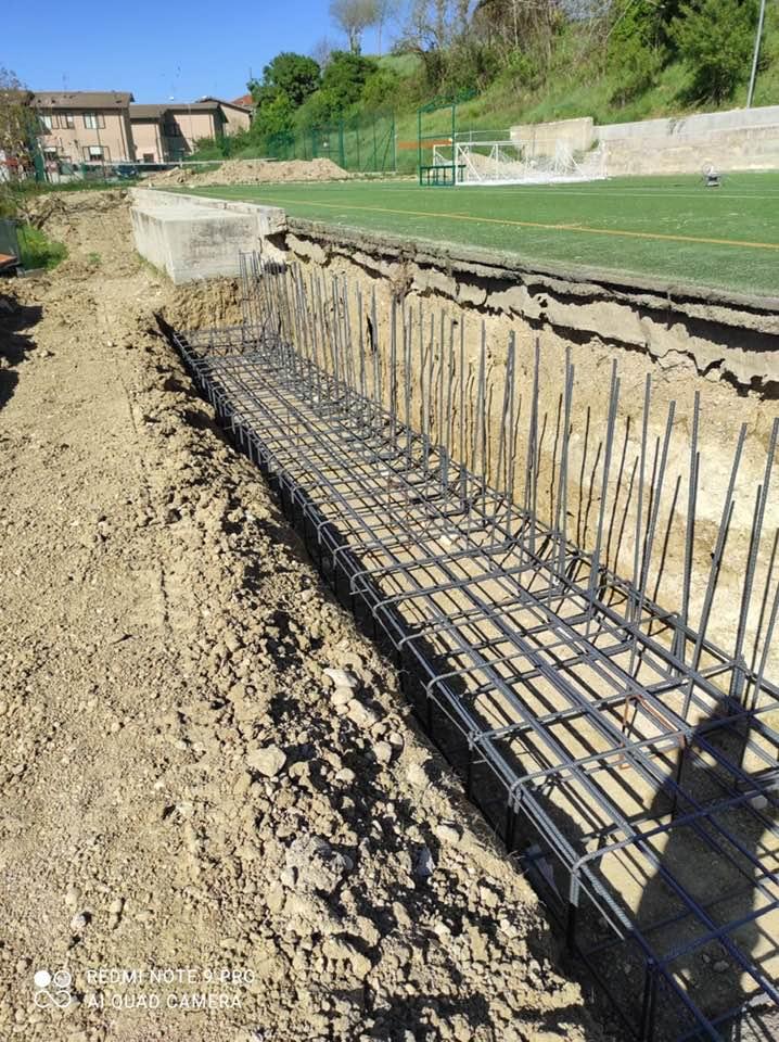 Iniziati i lavori di realizzazione della struttura metallica per la copertura del campo di calcetto a Cerchio