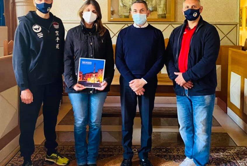 Tagliacozzo, incontro tra il sindaco Giovagnorio e  il Maestro Agostino Toppi e la Dottoressa Gloria Toppi del C.S.E.N.