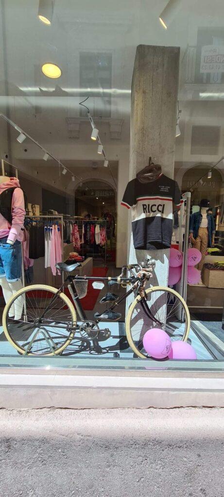 """Studentessa avezzanese """"Reporter per un giorno"""" a L'Aquila nella decima tappa del Giro d'Italia"""