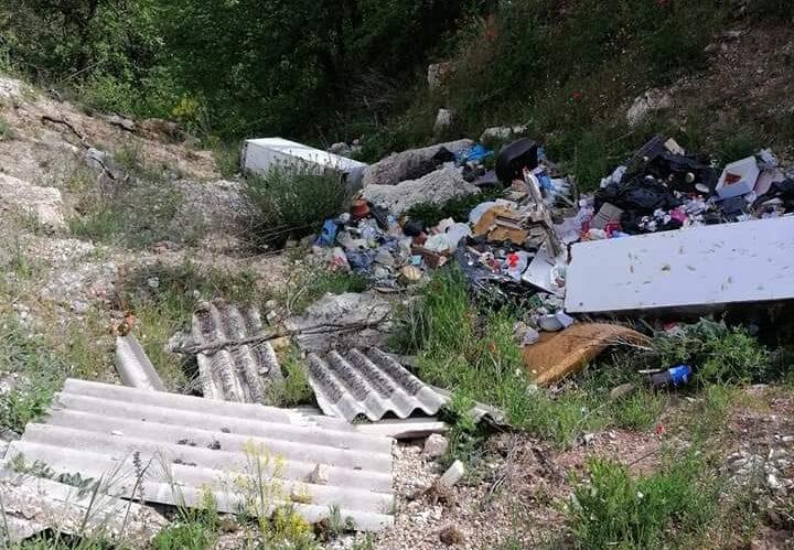 Celano, discarica abusiva in zona Campitelli Alto: c'è anche l'amianto