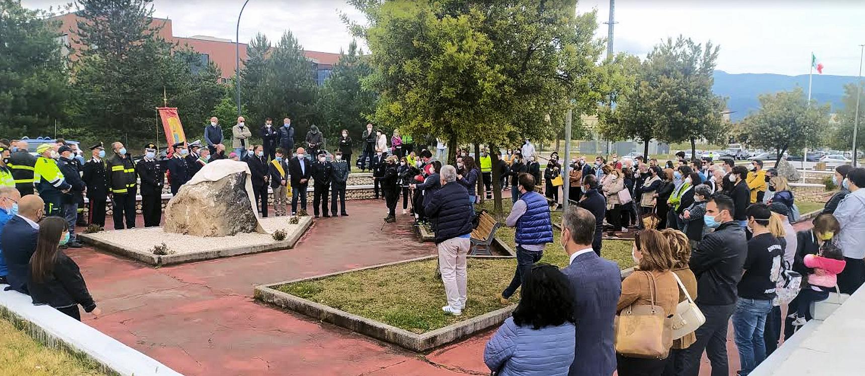 Tragedia Velino, il sindaco Di Pangrazio svela una targa in ricordo dei giovani