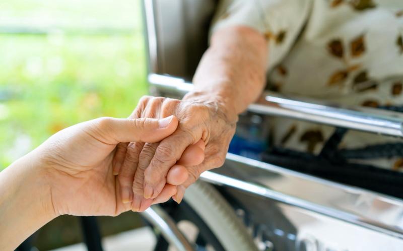 RSA: pronto il piano per consentire le visite agli ospiti delle strutture residenziali