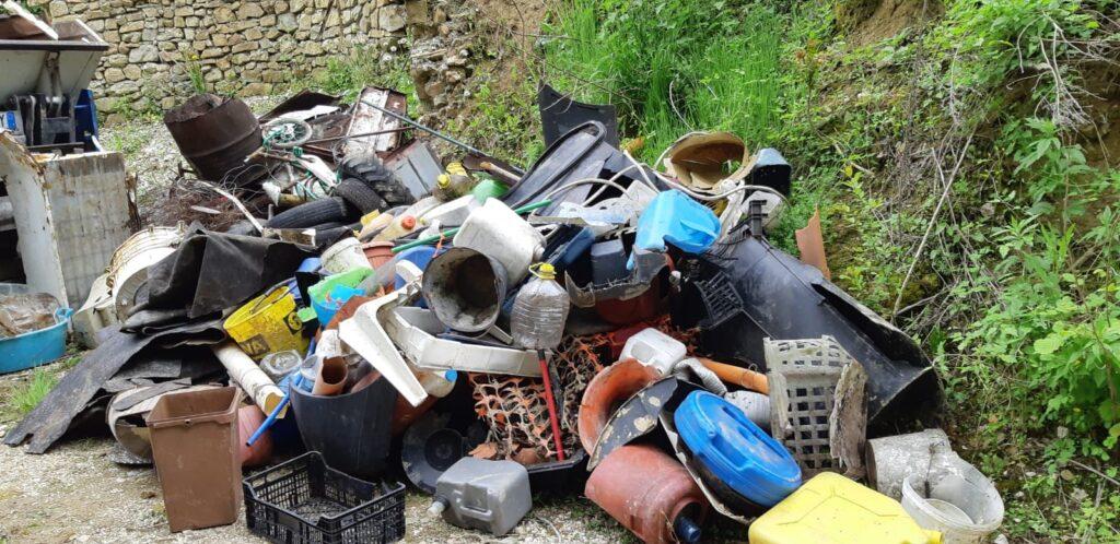 Grande successo per la prima edizione della raccolta di plastica sul fosso Arzuni