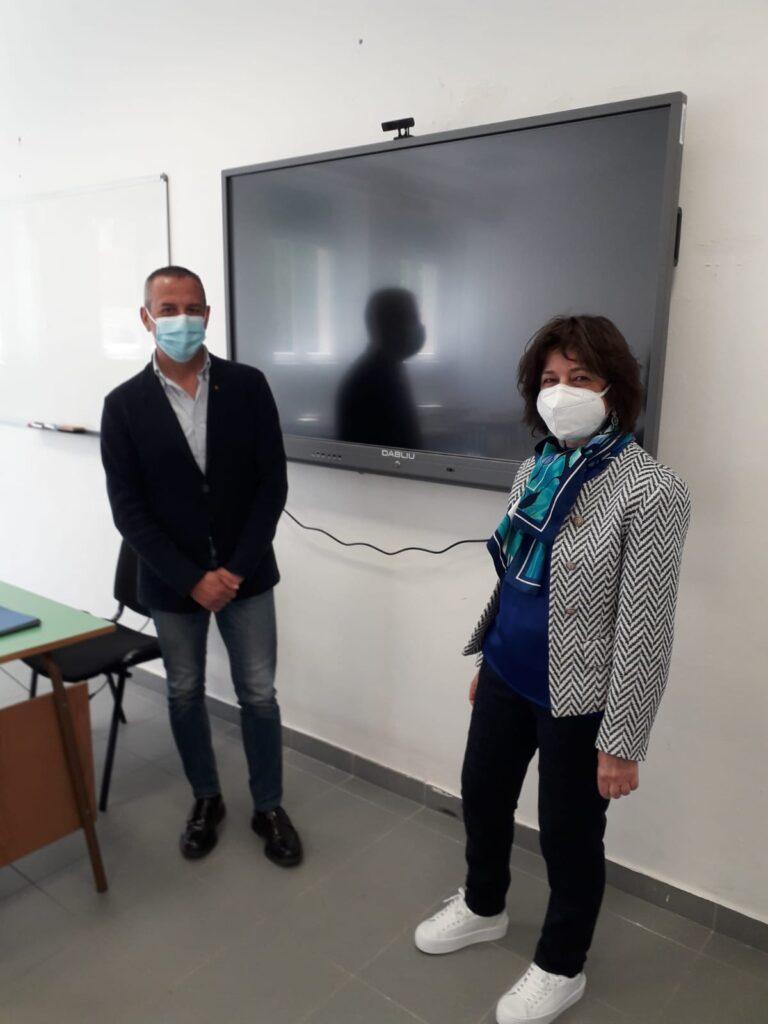 """Installati 5 schermi nelle aule del """"I.I.S. A. Torlonia - Bellisario"""" grazie al contributo della Micron Foundation"""