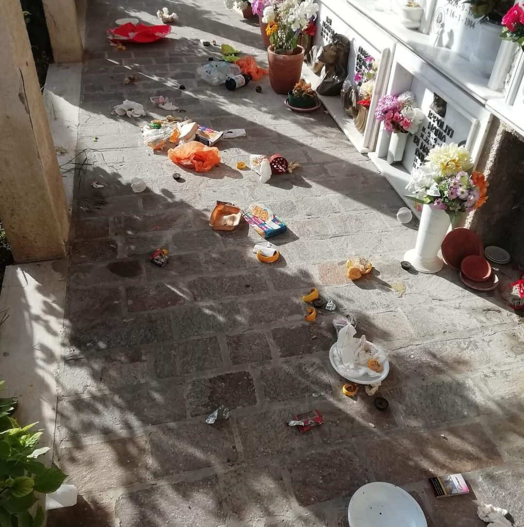 Inciviltà nel cimitero di S. Donato