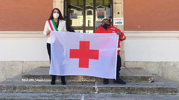 Bandiera della Croce Rossa consegnata anche al Comune di Carsoli