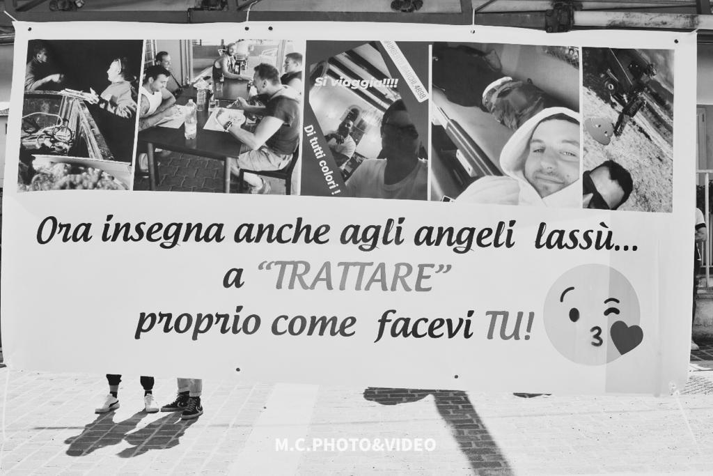 L'ultimo saluto ad Umberto Bianchi: occhi al cielo e sorriso immenso, nessuno lo dimenticherà