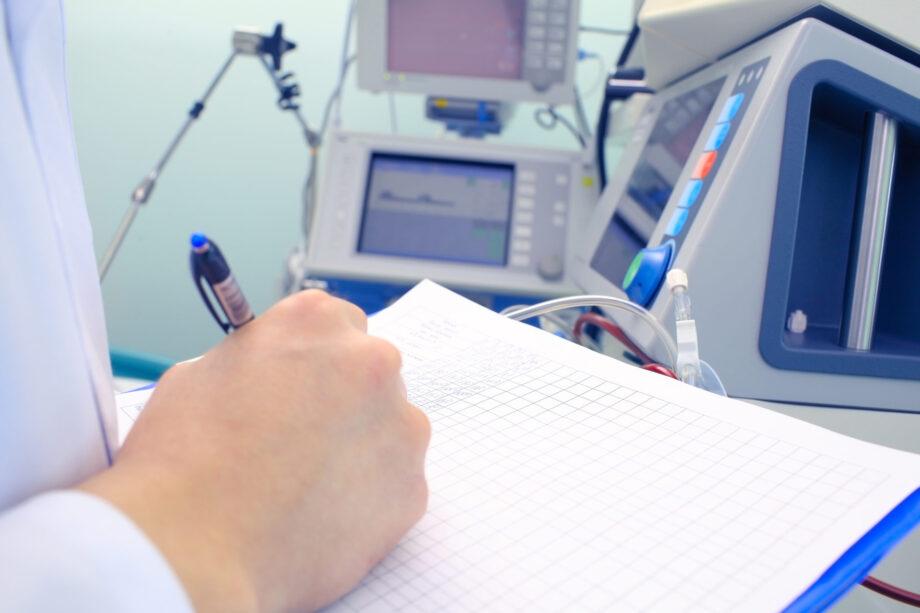 Contrae l'epatite c durante un trattamento di emodialisi, eredi risarciti fino al 2027