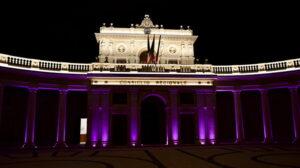 Giornata mondiale della fibromialgia: Palazzo dell'Emiciclo a L'Aquila si illumina di viola