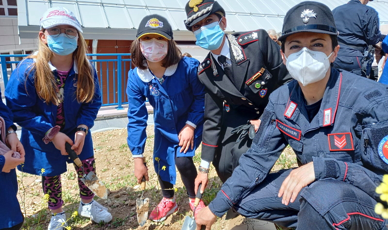 Un albero per il futuro: i Carabinieri Forestali incontrano gli alunni della scuola Mariele Ventre dell'Aquila