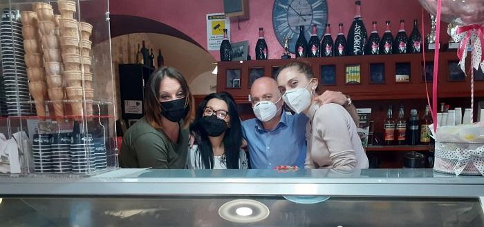 Il bar Meeting a Celano regala una domenica di dolcezza offrendo gelato gratis ai clienti
