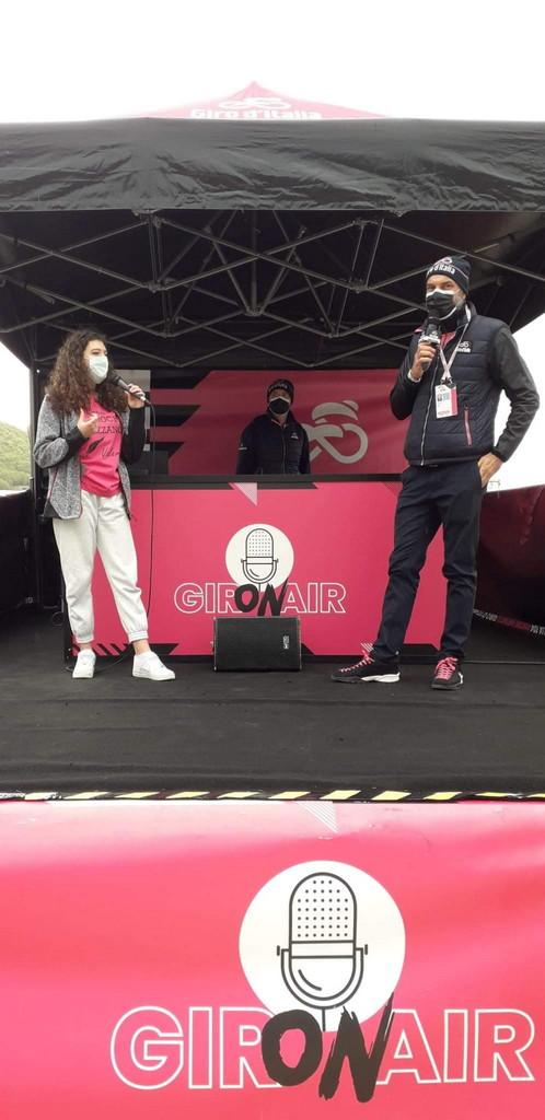 """Studentessa avezzanese """"Reporter per un giorno"""" nella nona tappa del Giro d'Italia"""