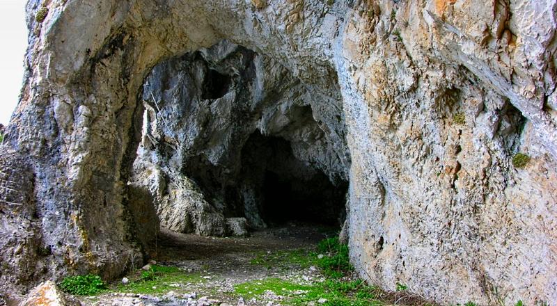 La catena che porta alla grotta di S. Benedetto sul Velino non è sicura. Il Sindaco di Magliano chiede un intervento immediato